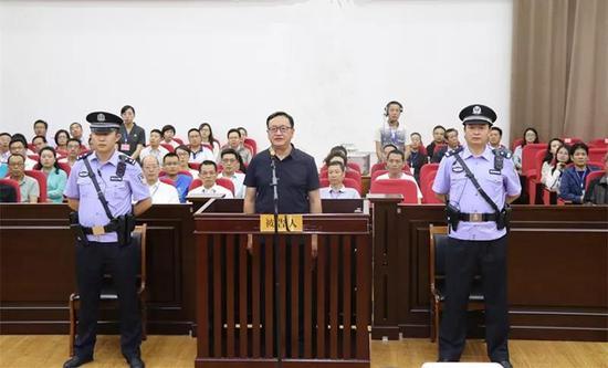 """小黄鱼 甘肃""""火书记""""受审:滥用职权造成损失超1.7亿"""