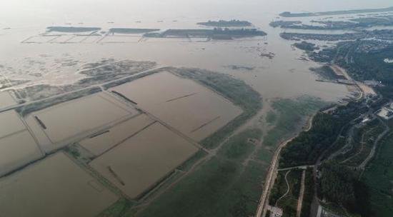 开心播博网 江苏淮河流域60年一遇干旱:洪泽湖水面缩小近一半