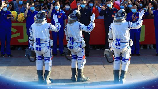 揭秘!出征仪式上航天员手上拎的小箱子是干啥用的?