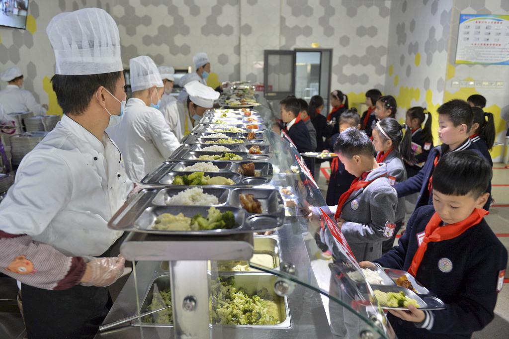 网游之皇权之下 北京中小学健康食堂标准更新 一周食谱不重样