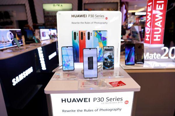全球手机销量低迷 中国品牌逆势
