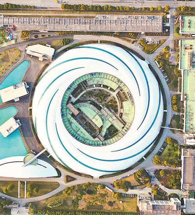 """航拍上海巨型""""鹦鹉螺""""——上海光源。人民视觉"""