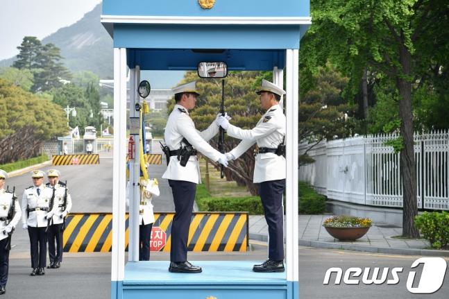 韩国总统府十几名内部警卫被隔离2周