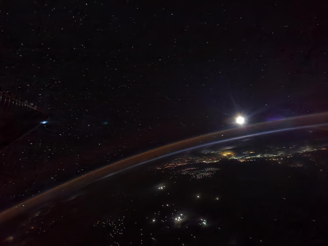 """航天员镜头下的月亮长啥样?总台秋晚来自太空的""""礼物""""提前曝光"""
