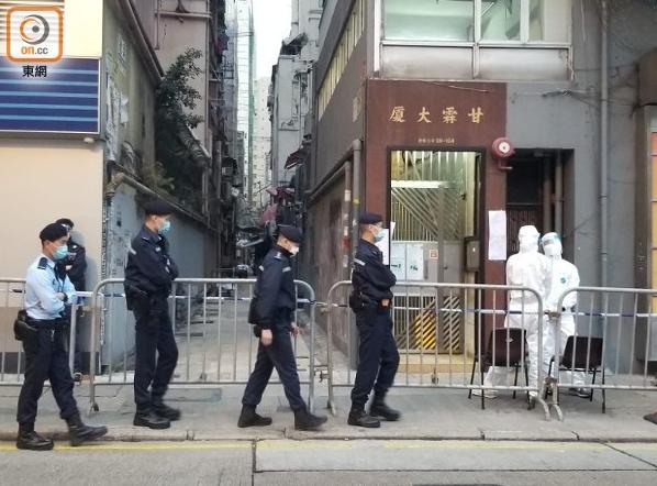 """香港首次""""封区""""强制新冠病毒检测 反对派议员却拖后腿"""