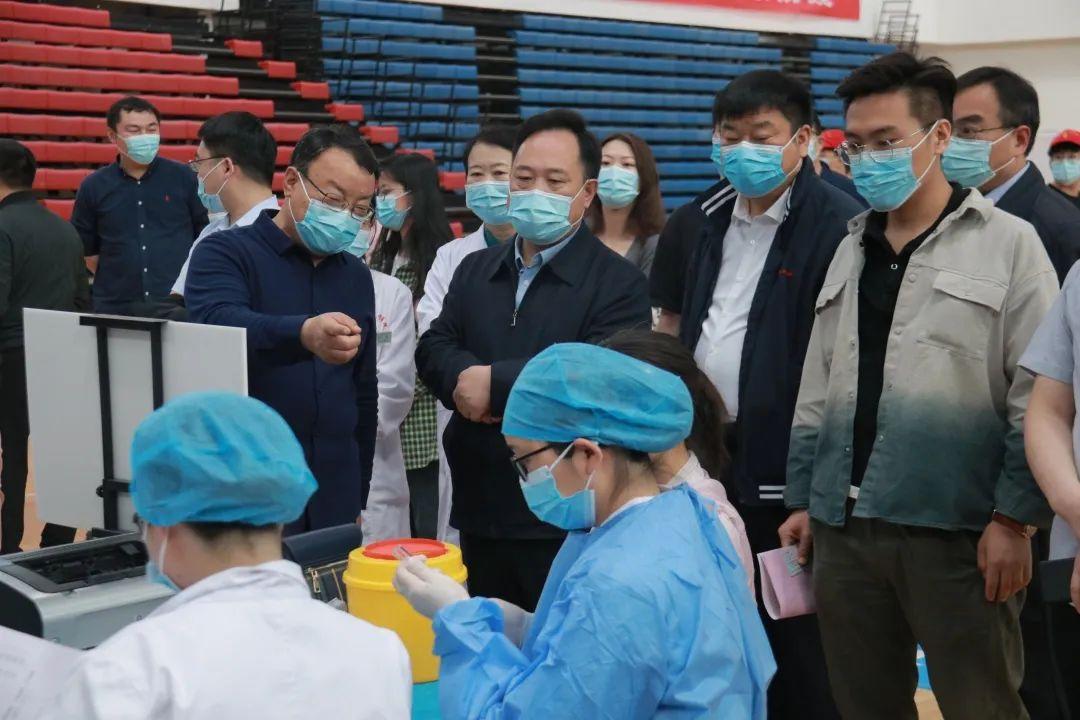 一起看郑大新冠肺炎疫苗接种现场!