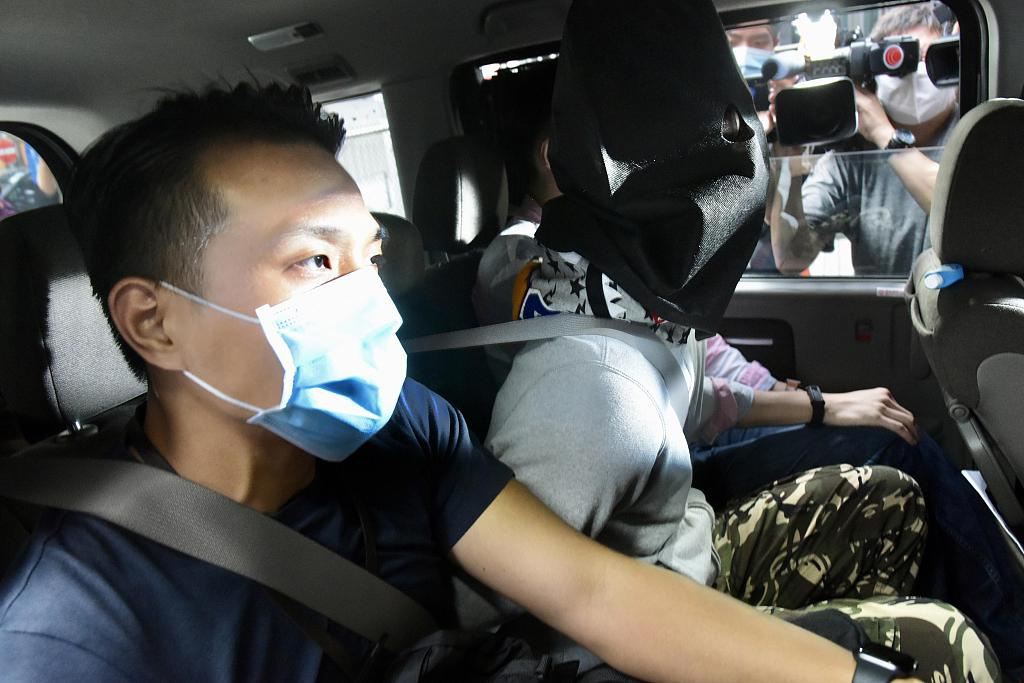 逮捕多名高管后 香港警方搜查《苹果日报》大楼
