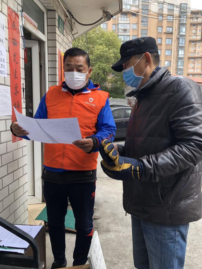 足金联赛裁判奋战抗疫 绿茵法官成志愿者守护社区