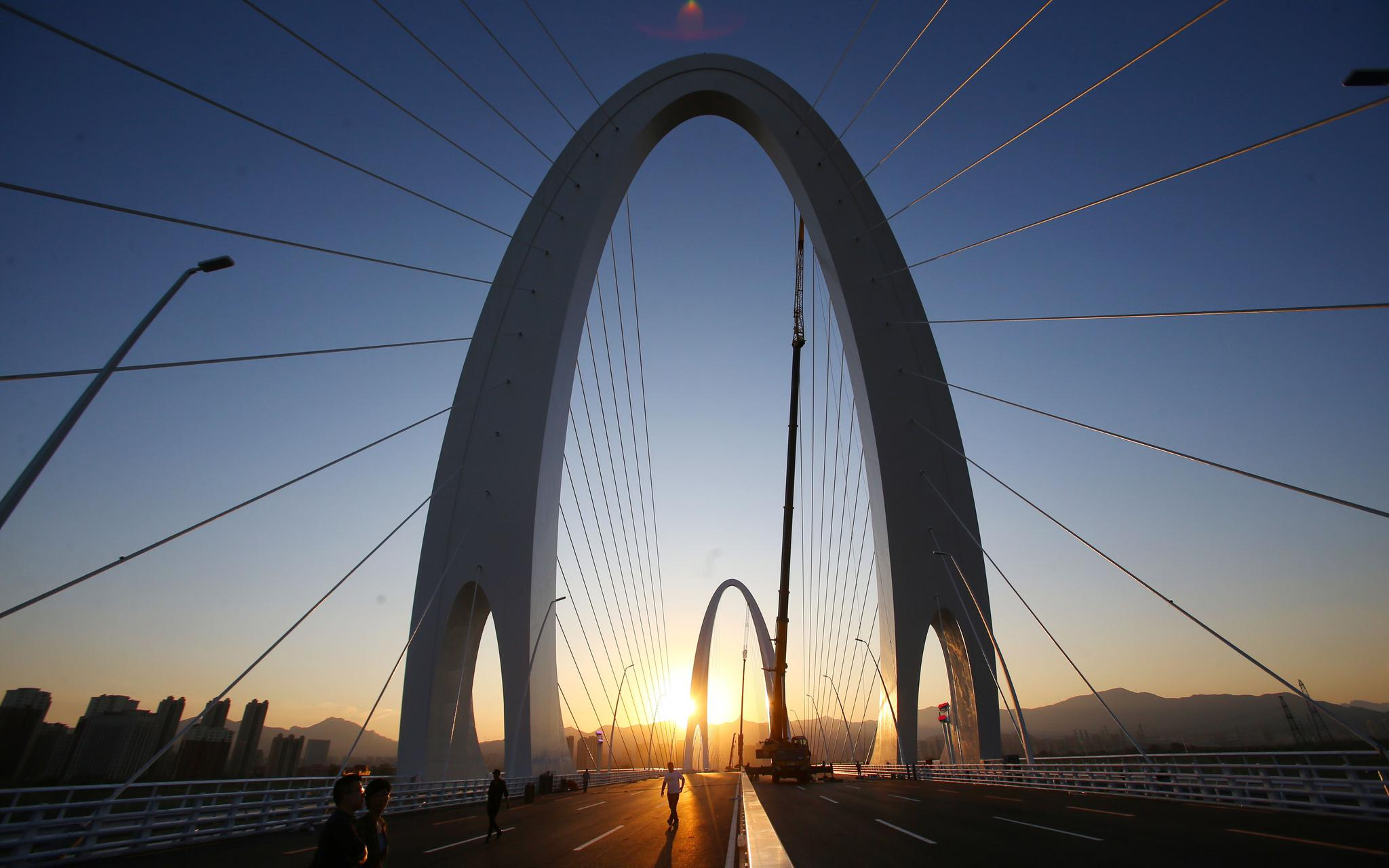 tabe是哪里人 北京新首钢大桥今通车 道路主路设4上4下8条车道