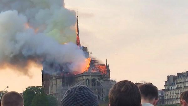 2019年4月15日18時50分,巴黎聖母院發生重大火災