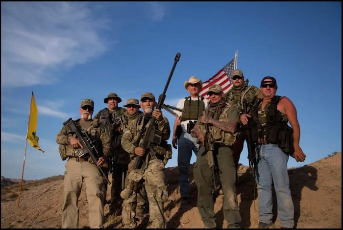 拉美移民大军逼近 数百名美国民兵自发武装