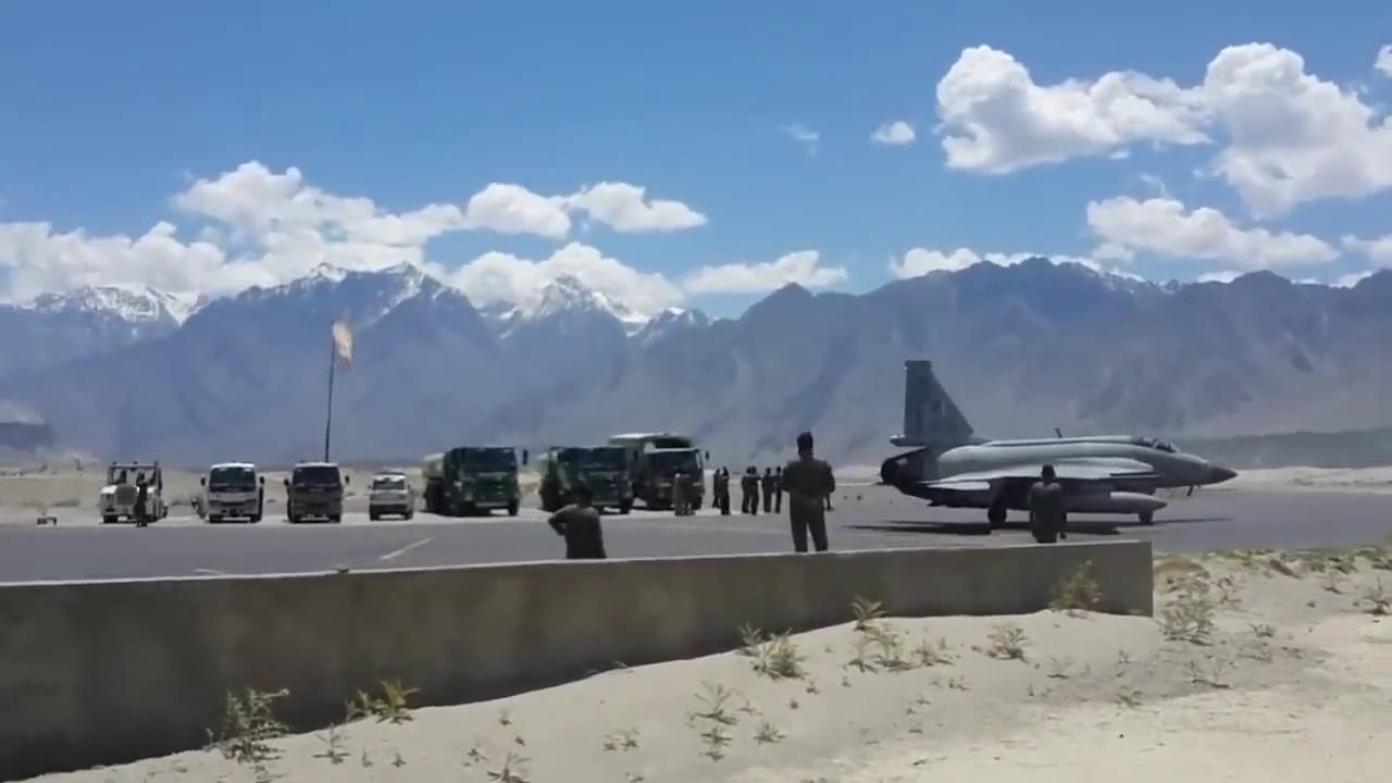 """巴基斯坦斯卡杜機場上的""""梟龍"""" 圖源:巴基斯坦空軍"""