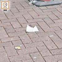 案发现场掉落的口罩(来源:东方日报网)