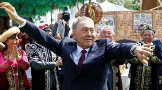 哈萨克斯坦总统突然辞职 四问未