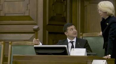 烏克蘭總統在拉脫維亞議會玩起了木槌(圖)