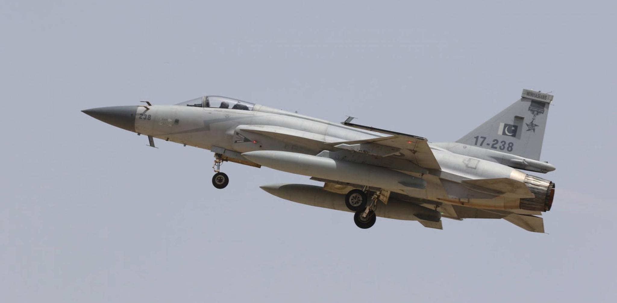 """今年2月份直接參加印巴空戰的""""梟龍""""戰機 圖源:巴基斯坦空軍"""