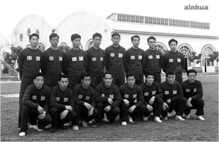 方纫秋(后排左一)曾是上世纪五十年代国足队员