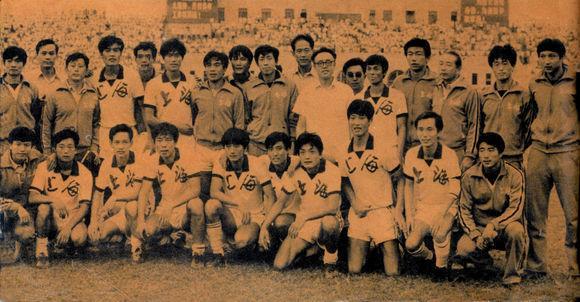 1983年全运会足球冠军上海队合影,后排右三为方纫秋